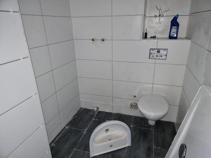 Sanierte DG-Wohnung im gepflegten 6-Familienhaus