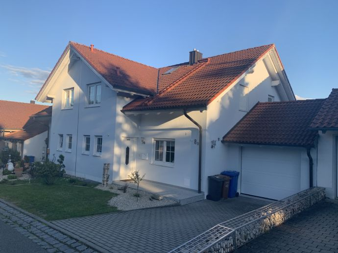 Moderne Doppelhaushälfte in Steinach vom
