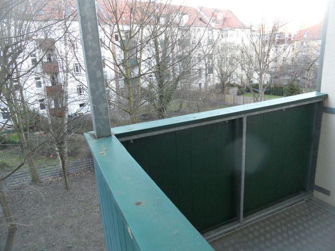 Schönefeld - gepflegte 3-Zimmer-Wohnung - Wannenbad und Balkon im 1. OG, ruhige Seitenstrasse nähe Mariannenpark