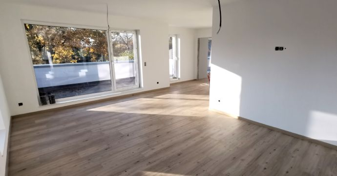 Hochwertige 3-Zimmer-Penthouse-Wohnung mit großer Dachterrasse in Süd-Ausrichtung, eigenem Eingang