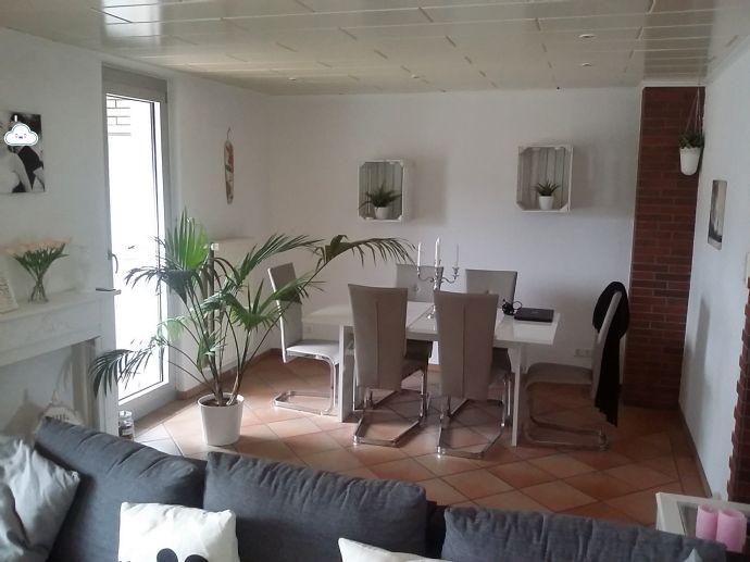 Wohnparadies auf 99 qm - 3,5-Zimmer-Wohnung im 2-Fam.-Haus mit großem S/W-Balkon, 2 Tageslicht-Bädern in Kaarst-Holzbüttgen