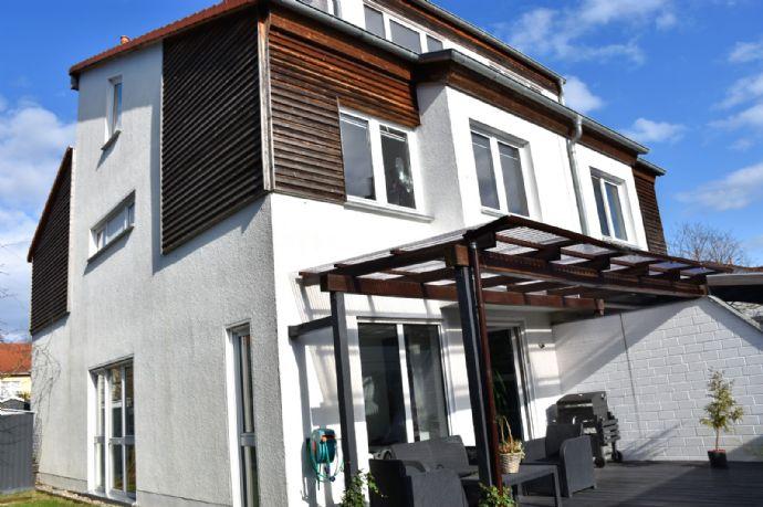 Gepflegte Doppelhaushälfte mit Garten, Sonnenterrasse und Stellplatz in familienfreundlicher Lage