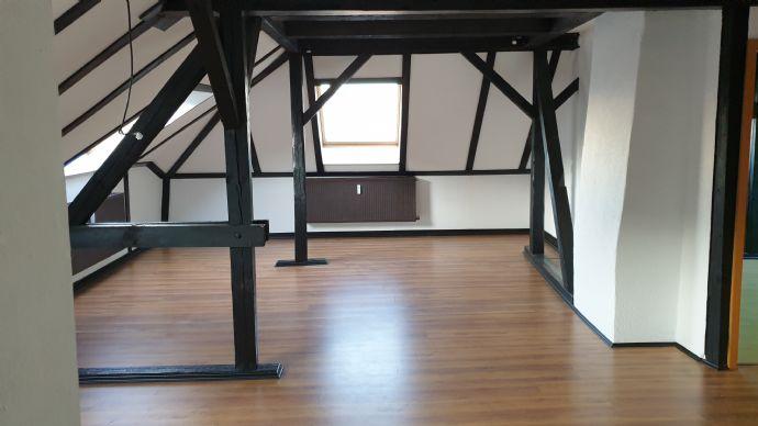 *schöne Dachgeschosswohnung möchte vermietet werden*