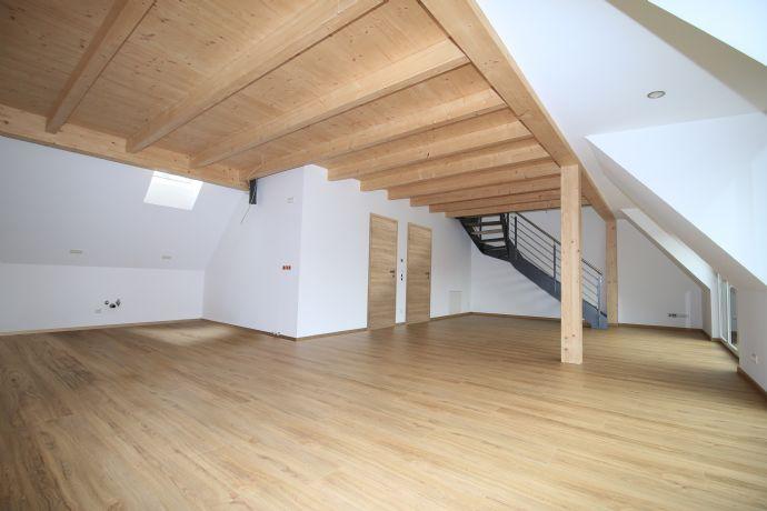 Erstbezug: attraktive 3-Zimmer-Loft-Wohnung mit kleiner Terrasse in Langensendelbach