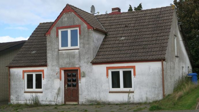 Pahlen: 4 – Zimmer Wohnhaus mit Sanierungsbedarf ( Gasheizung 2015 )