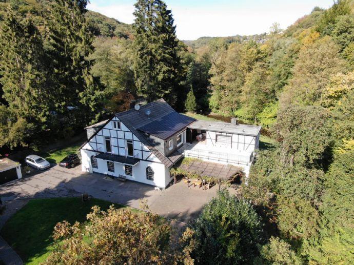 Morsbachtal: Traditionsreicher Kotten, aufwendig modernisiert mit Garten, Bachlauf und Wald
