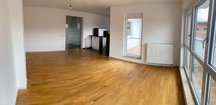 Schöne 4-Zimmer Dachterrassen-Wohnung in Schwarzenbruck