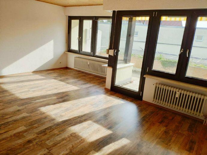 Helle, ruhige 2,5 Zi. Wohnung in Amberg altstadtnah m. Balkon und Garage zu vermieten