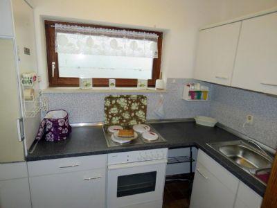 kleine Küche mit Einbauküche