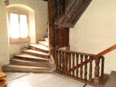 Historischer Treppenaufgang ins OG