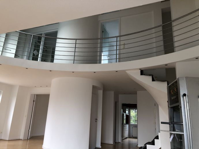 3-Zimmer-Dach-Maisonette-Wohnung mit Balkon, EBK  Stellplatz in Rath/Heumar
