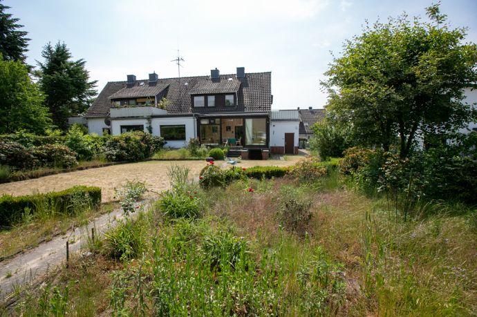 Großburgwedel -Ideal für Familien: Große Doppelhaushälfte mit Garage, Keller und schönem Grundstück.
