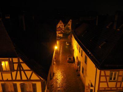 Blick nachts vom Galeriefenster