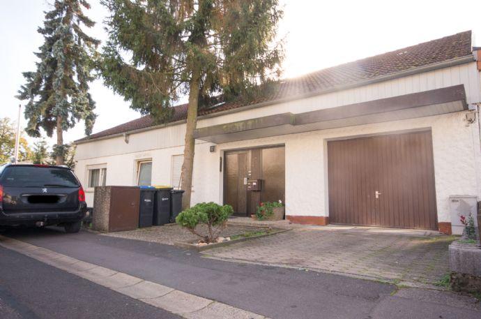 Komplett vermietetes und gepflegtes Zweifamilienhaus mit ca. 252 m² Wohnfläche u. ca. 399m² Grundstücksfläche zu verkaufen.