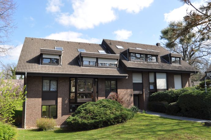 - renovierte 4-Zi.-Wohnung mit Terrasse und Ausblick ins Grüne in Rheinnähe -