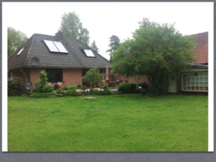 Schönes kleines Einfamilienhaus mit Garage auf großem Grundstück