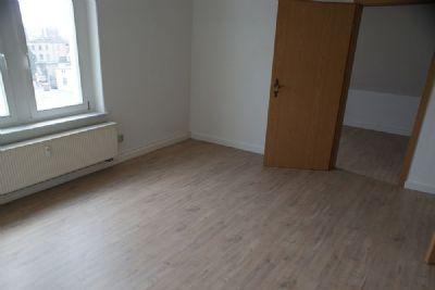 Wohnzimmer mit Blick zum Schlafzimmer DG-Wohnung