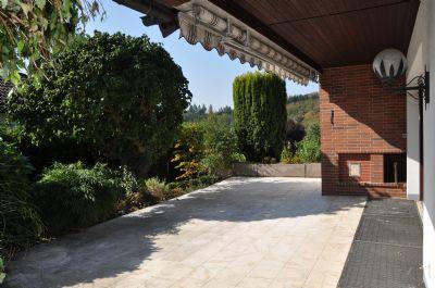 Terrasse mit elektrischer Markise
