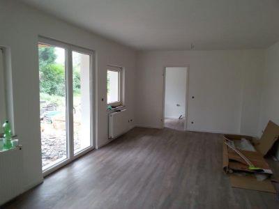 Wohnzimmer kleines Haus + Blick in die Küche