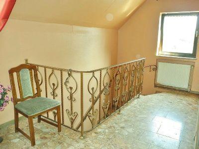 7 Treppenaufgang 1 OG Haupthaus 001