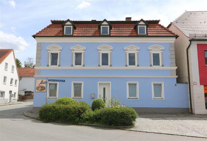 Herrliche Stadtvilla im Zentrum von Reisbach mit Innenhof, Lager und Halle