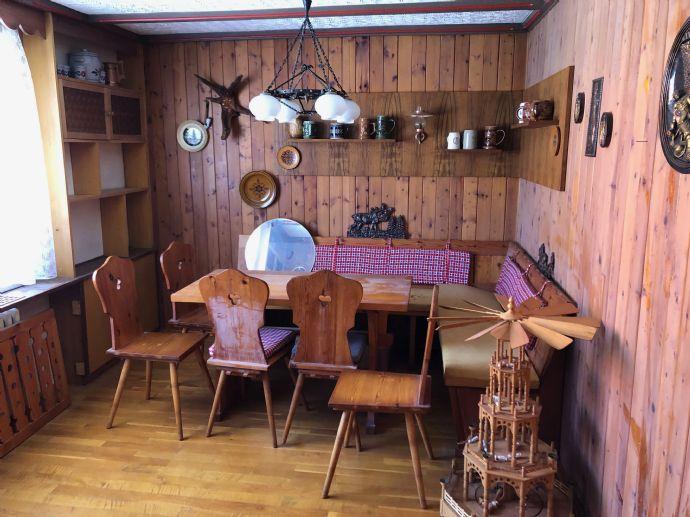 Ländliches Ein- Zweifamilienwohnhaus in ruhiger Lage