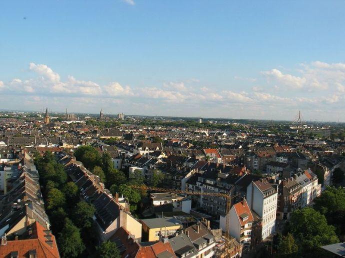 Top möblierte und ausgestattete Wohnung in super Lage mit Blick über Düsseldorf