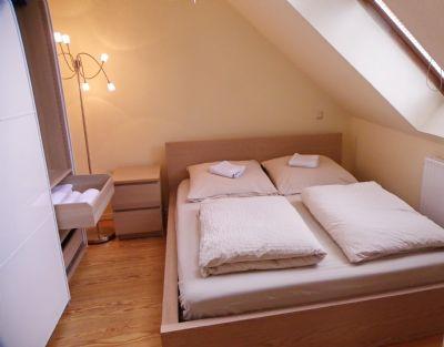 Gemütlich möblierte 2-Zimmer Wohnung( Endetage), Internet VDSL /WLAN Pauschalmiete 1.150,--€/Monat ! ab 01.02.2020