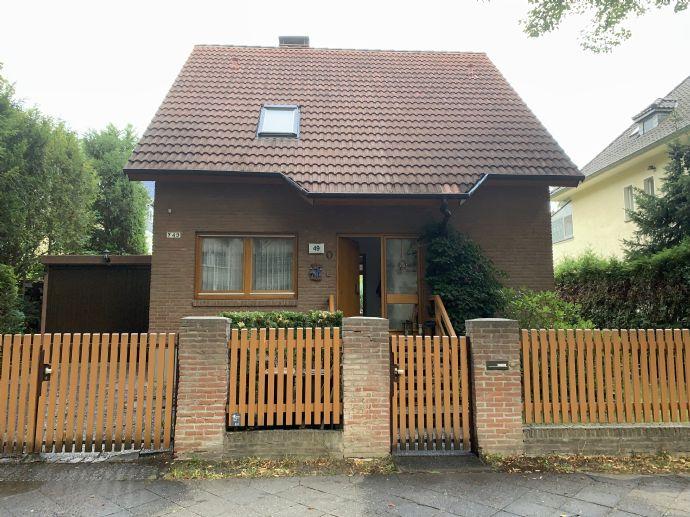 Ein Schmuckstück! EFH mit Garten in Berlin, Das Haus soll auf Rentenbasis mit Nießbrauchrecht verkauft werden.