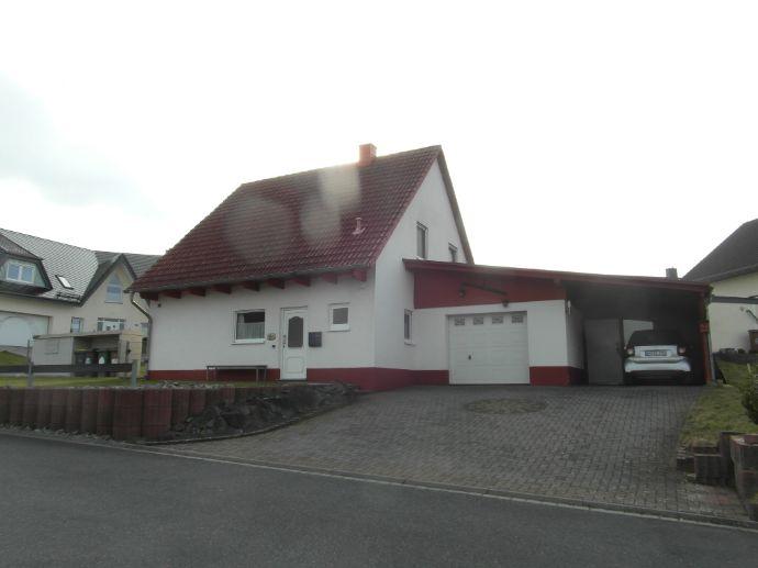 Höchstenbach: Neuwertiges freistehendes Einfamilienhaus mit Garten