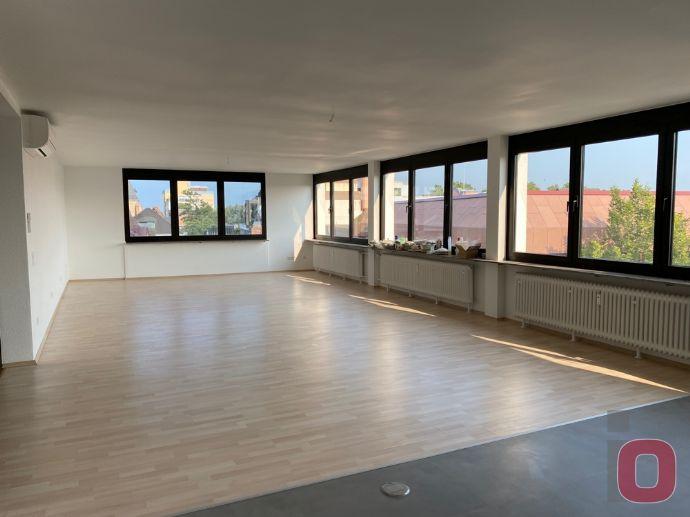 Erstbezug nach Renovierung - Schöner Wohnen mit Penthouse-Charakter auf 175m²