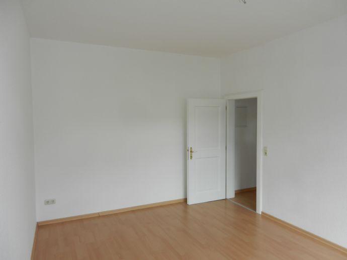 ideal geschnittene 2-Raum-Wohnung mit Einbauküche & Laminatboden