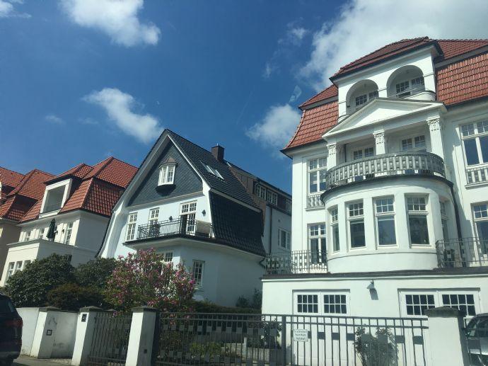 Altbau -4 Zi.WHG. in einer Villa mit Balkon