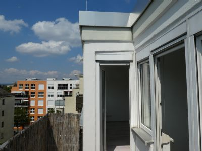 Biosanierte helle 2-Zimmer-Wohnung mit Balkon und Einbauküche mit schöner Aussicht