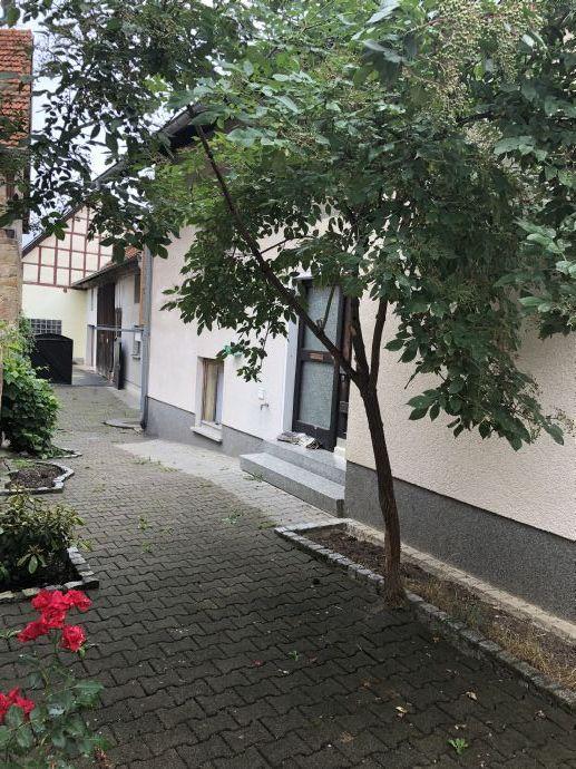 Wohnhaus mit Einliegerwohnung und Scheune samt Garagen in Wettringen