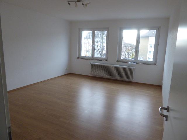 Großzügige, modernisierte + gut ausgestattete 2 Zimmer-Wohnung für 1-2 solvente Personen. Sofort frei! Bitte erst Text lesen und dann melden.