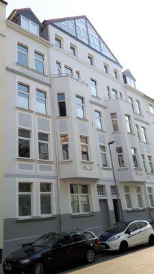 List, helle 3-4 Zi.-Wohnung im sanierten Altbau, große Wohnküche, 2 Balkone, 50 Meter zum Moltkeplatz
