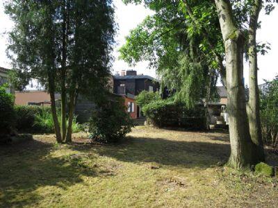 Garten mit Blick auf das Wohnhaus
