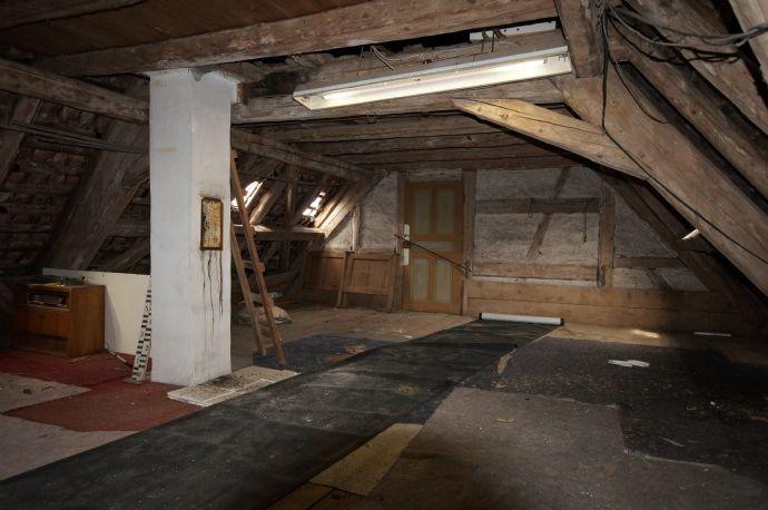 historisches fachwerkhaus mit gro em ausbaupote. Black Bedroom Furniture Sets. Home Design Ideas