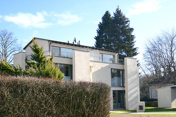 Bad Wilhelmshöhe / Nähe Schlosspark: Extravagante, sehr großzügige Dachterrassenwohnung auf zwei