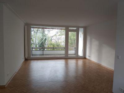 Hochwertig ausgestattete 4-Zimmer Wohnung mit Loggia und zwei Tiefgaragenstellplätzen