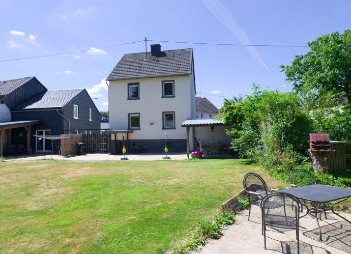 Zum Verkauf mit sehr guter Rendite, Nachweisbar zirka 9%-10% jährlich, Im Zentrum der schönen Eifel (Deudesfeld) zwei Häuser (jetzt Ferienhäuser) auf