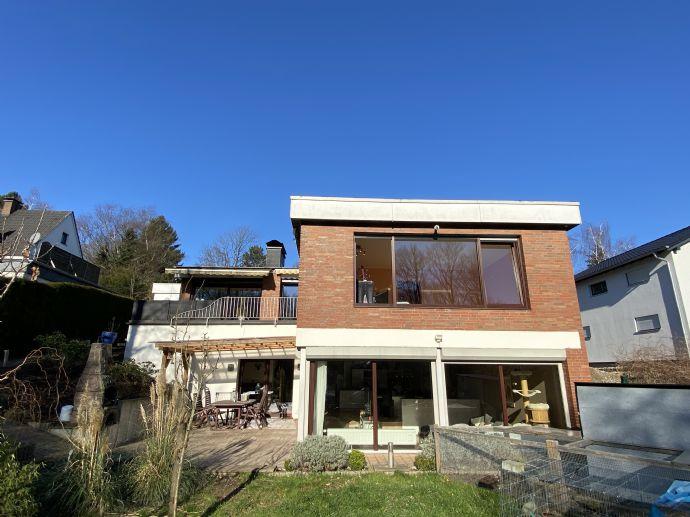 Schönes Anwesen mit großem Einfamilienhaus, Zweifamilienhaus oder Mehrgenerationenobjekt