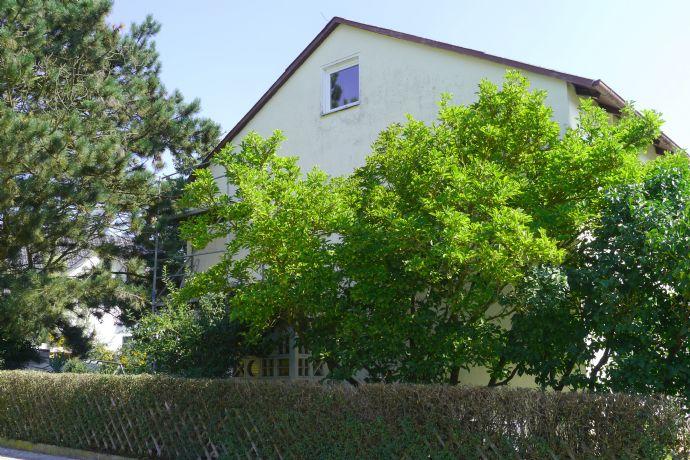 Handwerker aufgepasst: Großzügiges 2 Familienhaus mit Garten möchte wieder im neuen Glanze erstrahlen