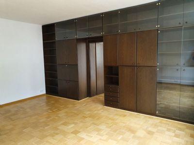 Alles Neu! Freundliche, komplett renovierte 4-Raum-Wohnung mit Balkon, in der 1. Etage
