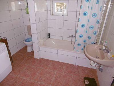 Bad mit Wanne u. WC