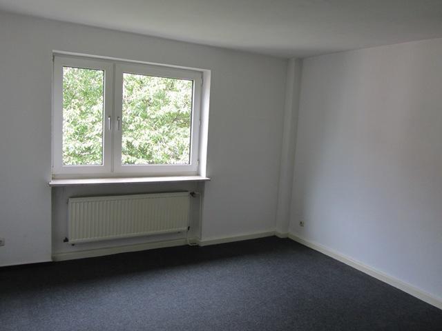 E.-Frohnhausen: renovierte 39m²-Mietwohnung im 3.OG mit großer Wohnküche / ideal für Einzelpersonen oder Studenten
