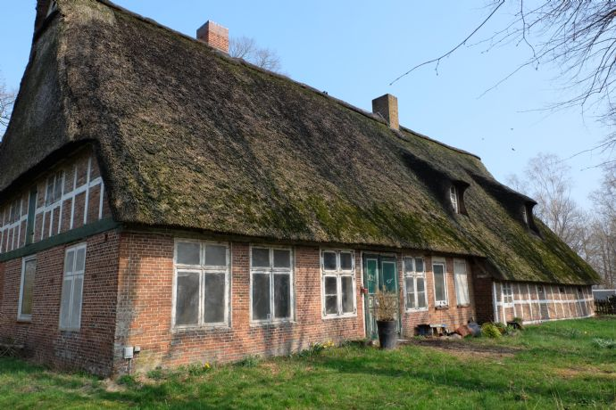 Großes Grundstück mit altem Bauernhaus für Liebhaber!