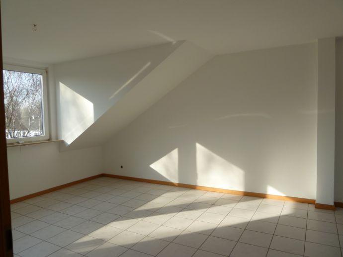 Helle ruhige DG-Wohnung mit offener