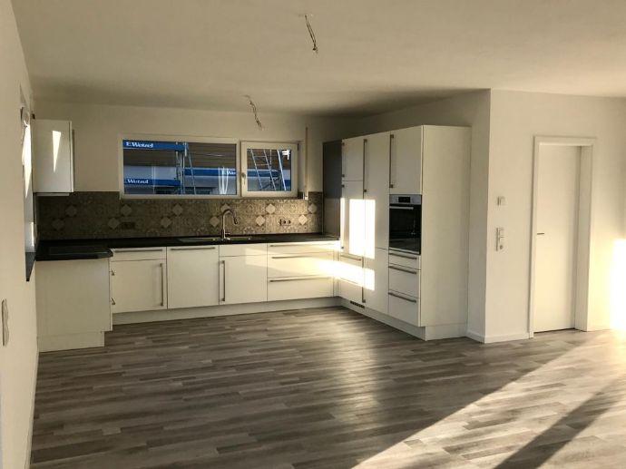 Neubau Erstbezug 4,5-Zimmer-Wohnung mit Terrasse und kleinem eigenen Garten In freistehendem Einfamilienhaus mit Einliegerwohnung